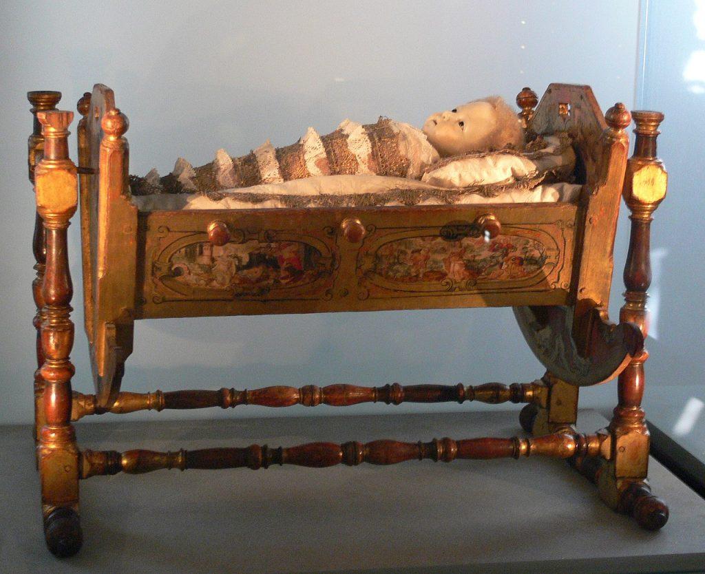 Kolébka se zavinutým Ježíškem z roku 1585 v Bavorském národním muzeu v Mnichově