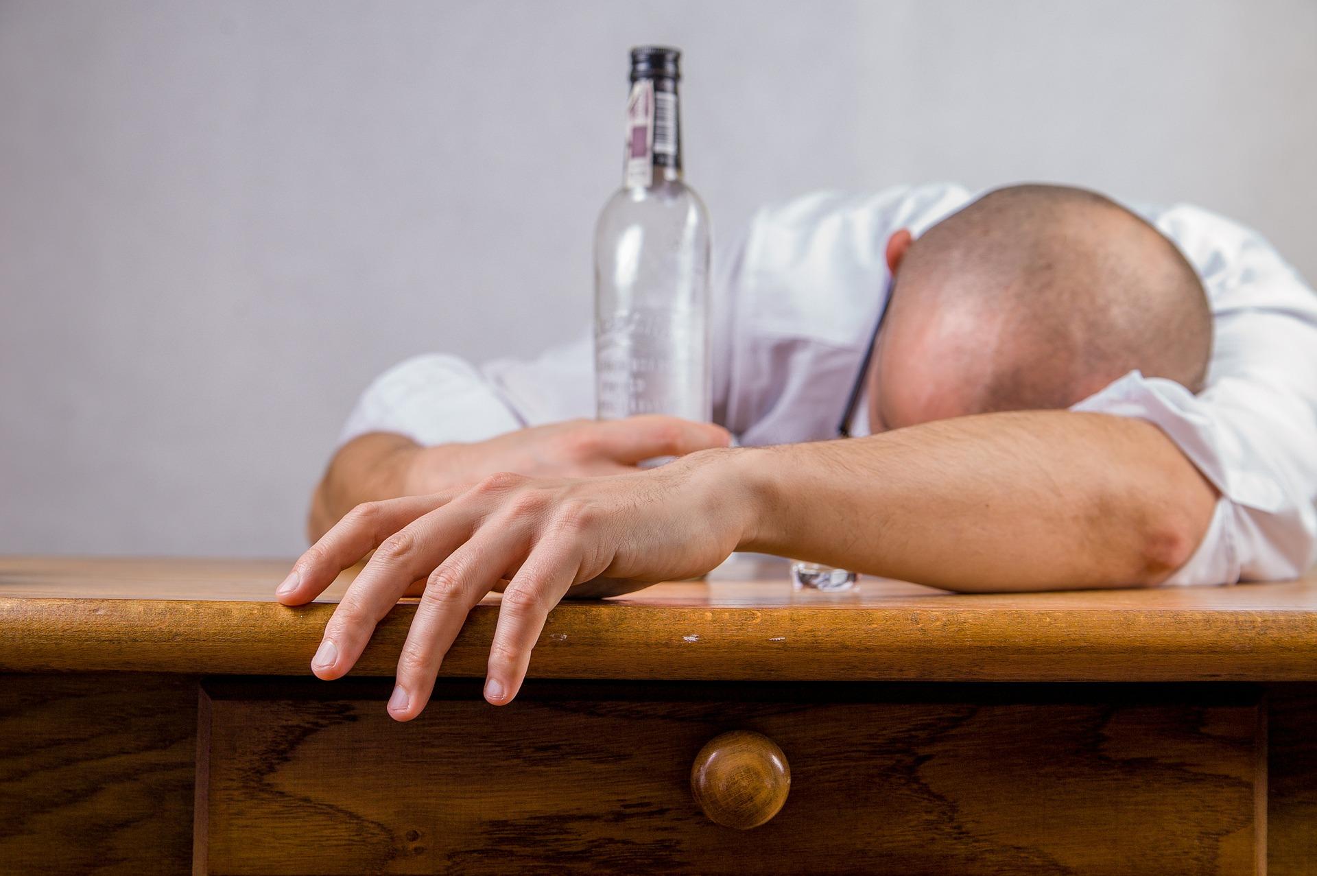 Snažíte se chřipku léčit alkoholem? Nedělejte to